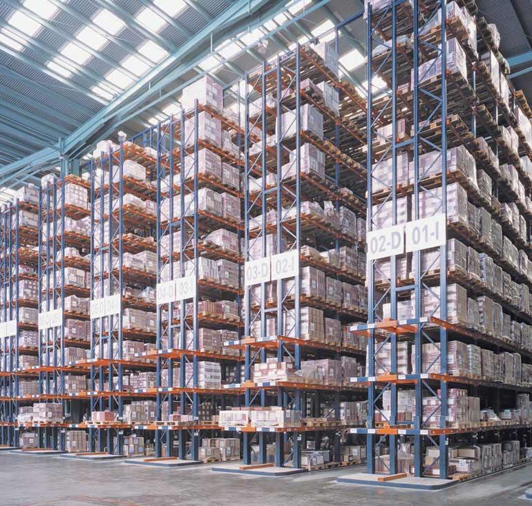 Centrální sklad společnosti z keramického odvětví s přímým přístupem k paletám