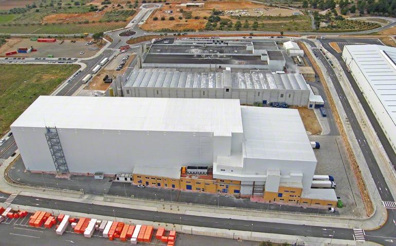 Centrální sklad určený pro výrobu a distribuci mražených těst pro potravinářský průmysl.