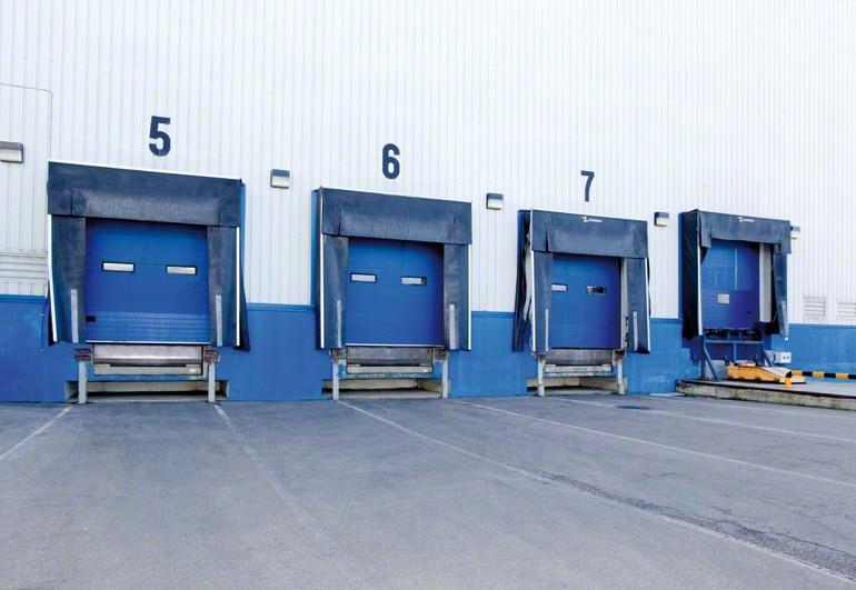 Překládkové doky (prostory) ve skladu.