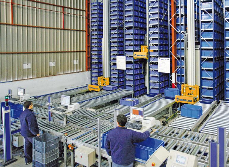 Sklad malých prvků určený pro malé kovové výrobky, průmyslové materiály, nářadí astavební materiály.