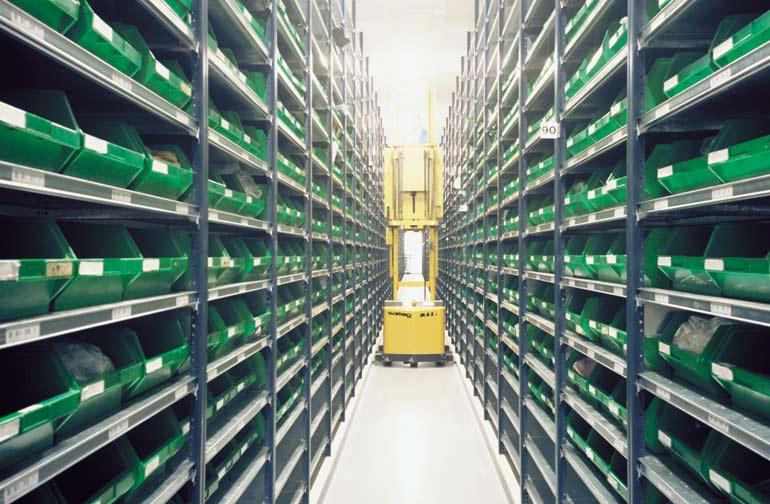 Kompletace na střední úrovni ve skladu společnosti, která vyrábí elektronické komponenty