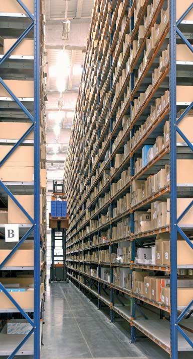 Příklad skladu s úzkými koridory.