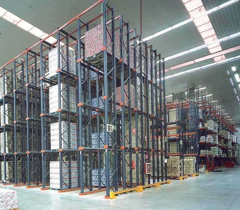 Sklad distribuční společnosti