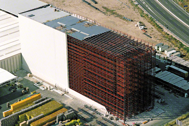 Střecha a stěny samonosného skladu